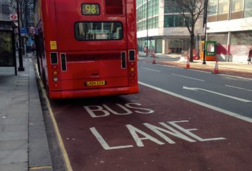 Banda pentru autobuze. Cand ai voie sa mergi pe ea?
