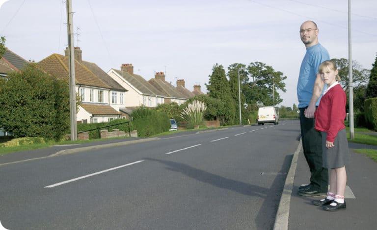 Cum se poate traversa strada