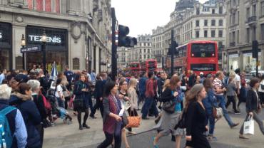 Poti traversa strada in UK chiar daca nu este trecere de pietoni?