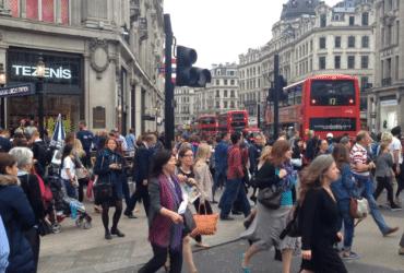 Cum se poate traversa strada in uk!