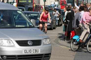 SCHIMBARI: Prioritatea pentru pietoni si biciclisti in UK