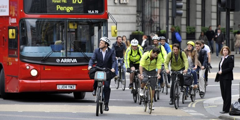 Prioritatea pentru pietoni si biciclisti